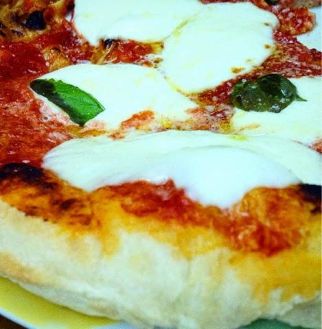 La pizza ad alta idratazione e maturazione cotta in… padella