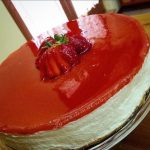 Cheese cake allo yogurt e vaniglia con topping alle fragole