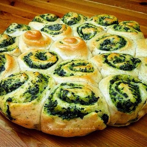 Torta di rose con farina integrale, ricotta e spinaci