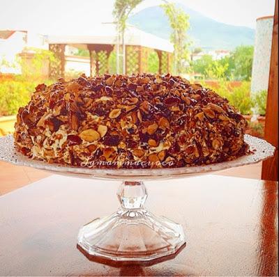 La torta al cioccolato, zuppa inglese e pralinato allamandorla…l'essere più che l'avere