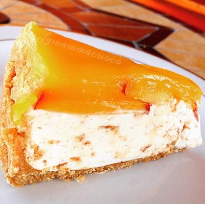 Cheese cake con yogurt amaretti e pesche