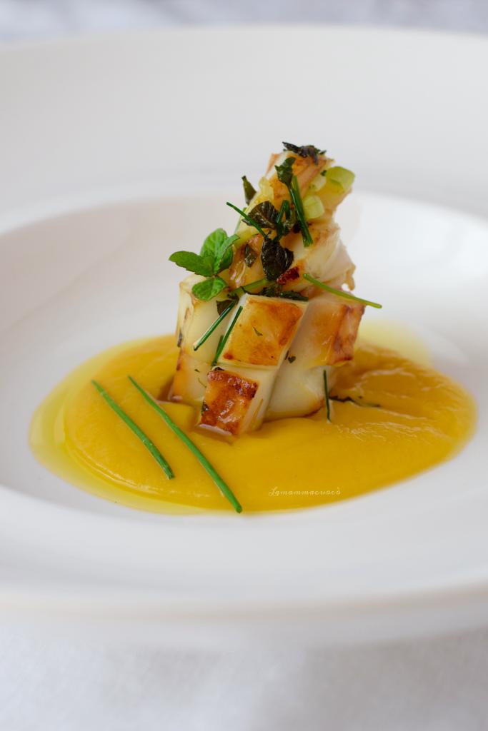 Seppia arrostita marinata - con vellutata di pomodori gialli