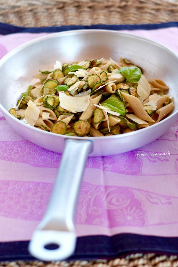 Penne integrali fredde - con zucchine e scaglie di parmigiano