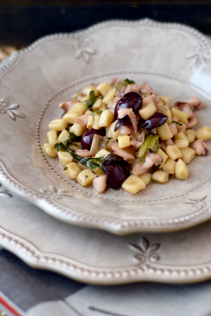 Gnocchi di semola rimacinata - con seppie scarole pinoli e olive nere