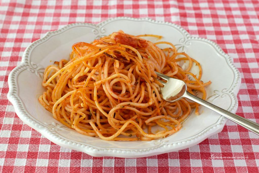 Spaghetti al pomodoro croccanti al forno