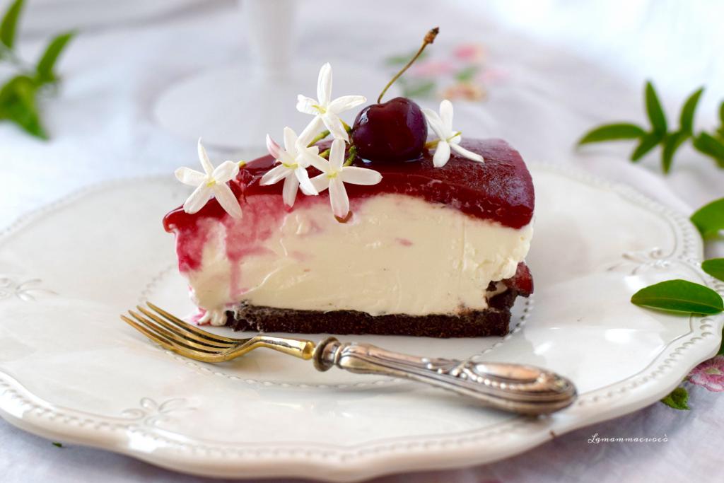 Cheese cake allo yogurt con topping alle ciliegie e amarene