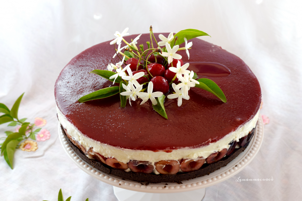Ricetta facile e veloce per cheese cake allo yogurt e ciliegie con topping alle ciliegie e amarene