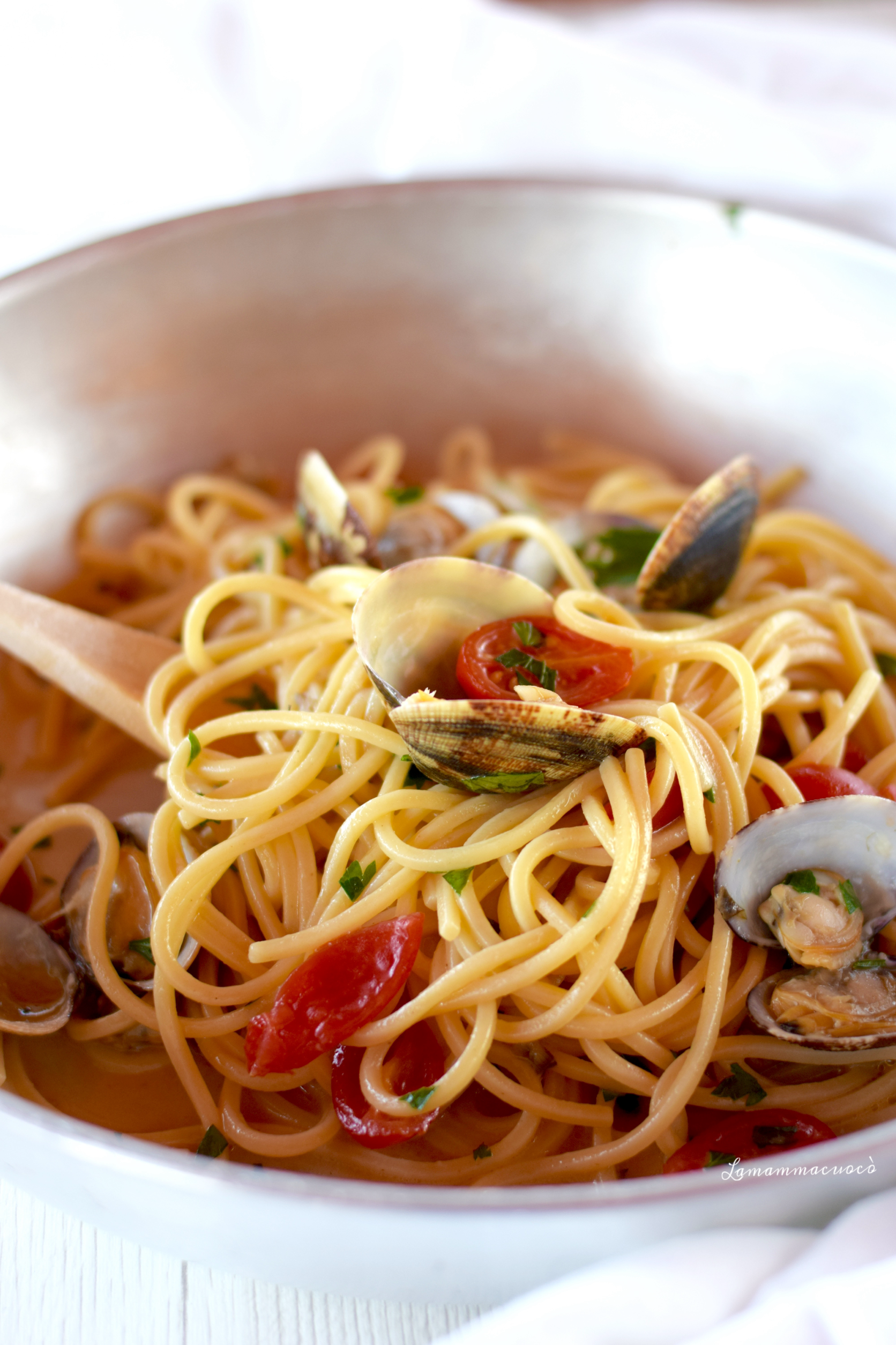 ricetta napoletana dello spaghetto con vongole veraci