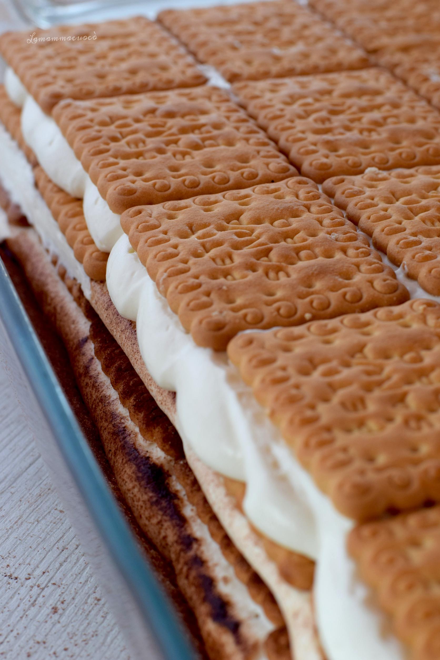 ricetta completa per torta di gallette con crema diplomatica senza uova