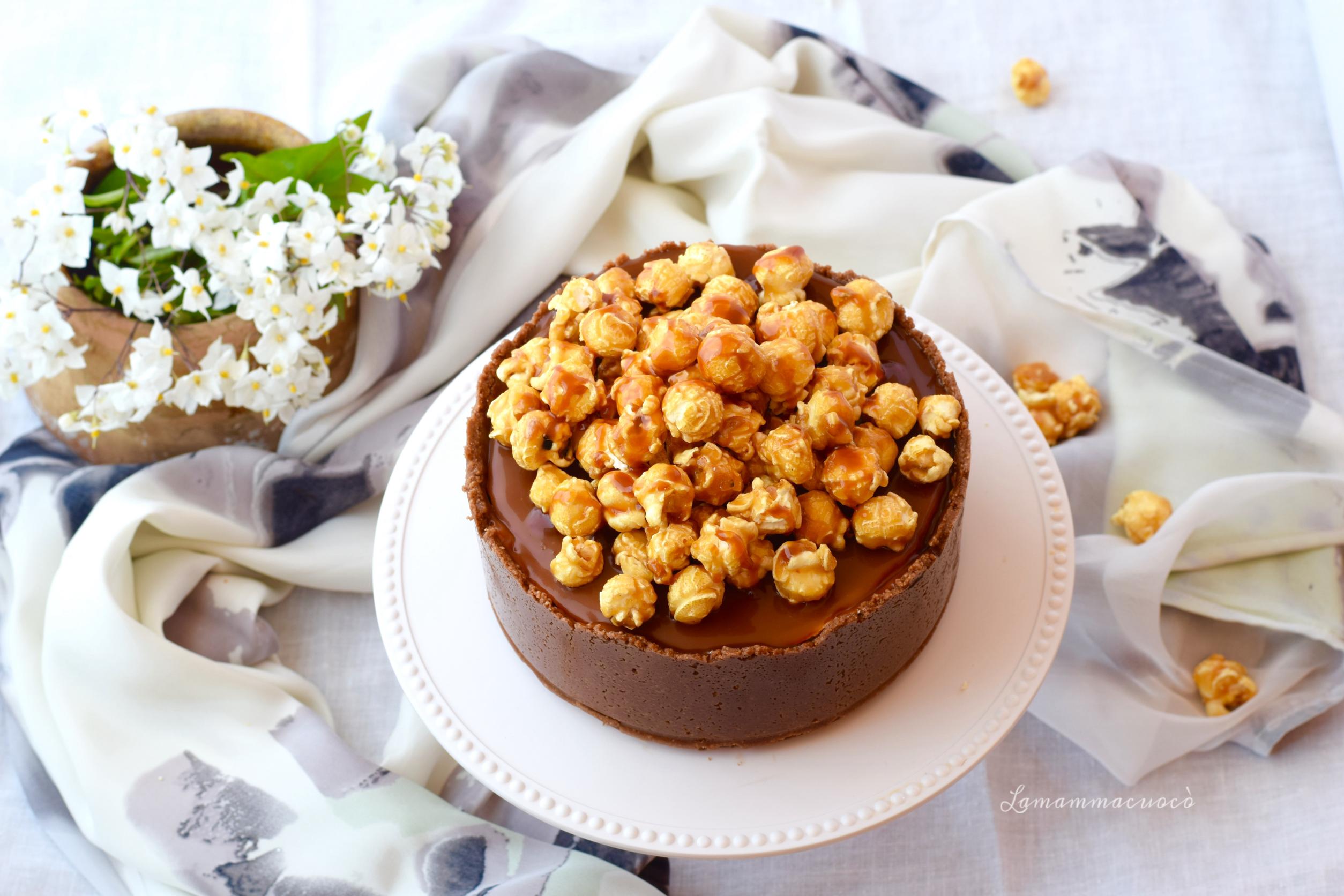 Cheesecake alla vaniglia, salsa mou e pop corn caramellati