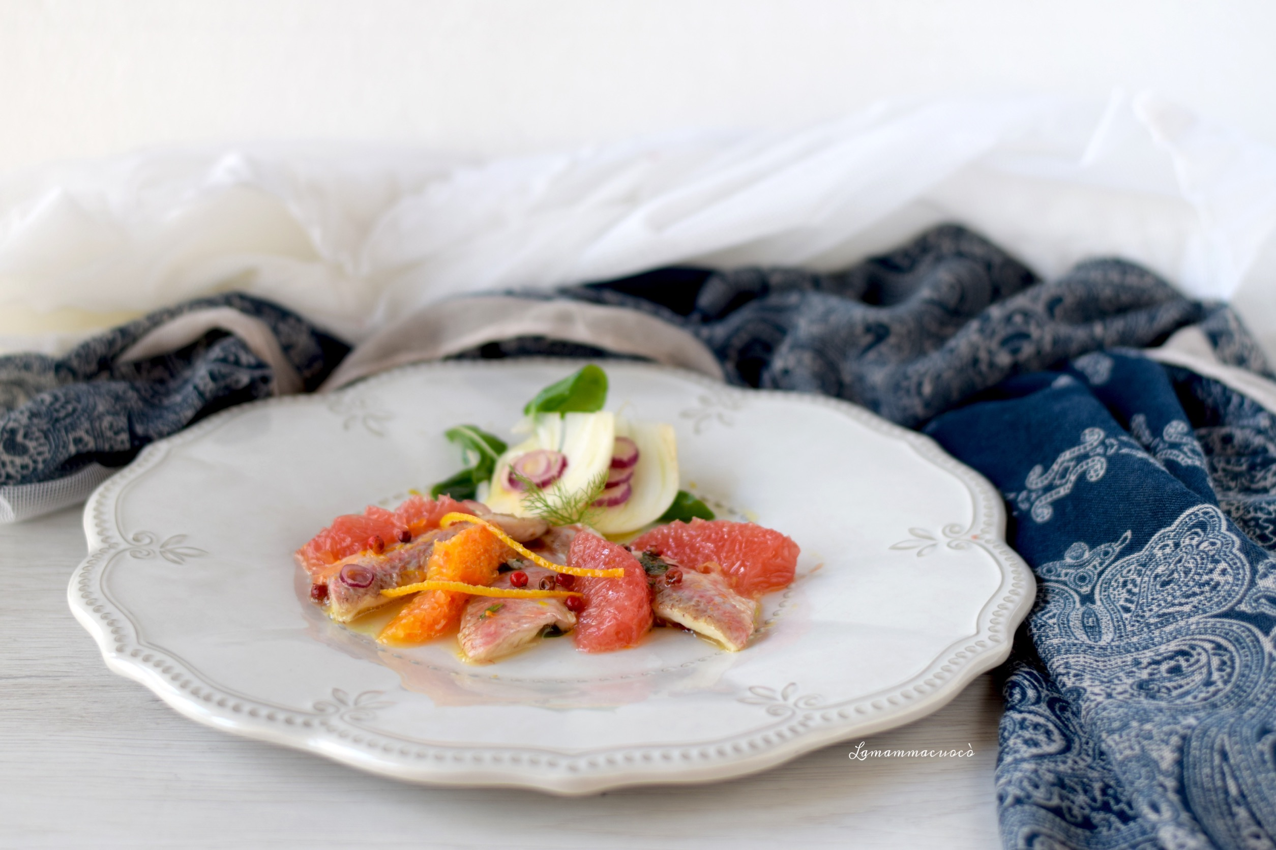 Triglie marinate arancia limone e pompelmo con finocchi e pepe rosa
