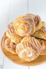 Girelle di pan brioche con glassa al limone
